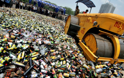 Минфин разрабатывает предложения по внесудебному уничтожению контрафактного алкоголя