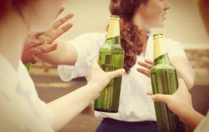 ВОЗ: российские подростки стали меньше пить и курить